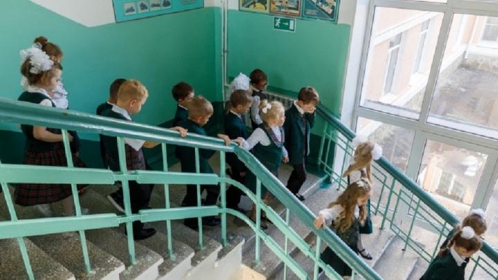Без коронавируса: в Волжском закрыли на карантин 32 класса