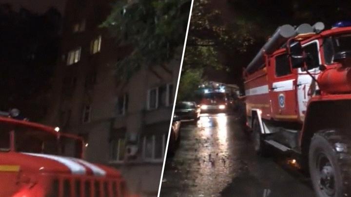 Ночью на Холодильной из-за пожара эвакуировали 15 жильцов. Одного человека пришлось спасать
