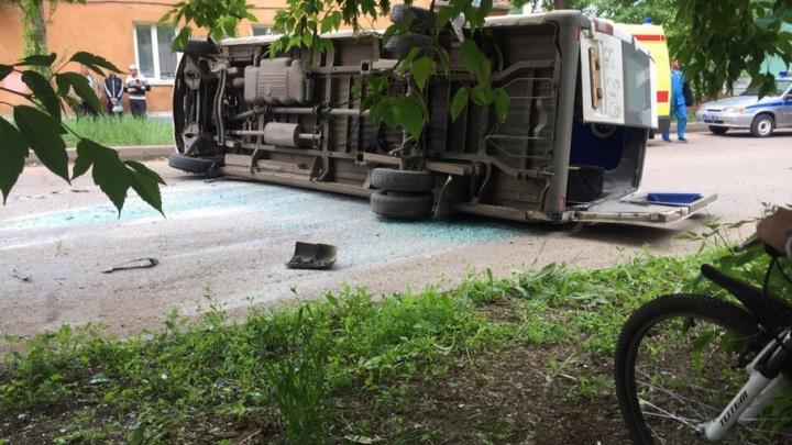 Серьезное ДТП в Башкирии: Scania въехала в микроавтобус