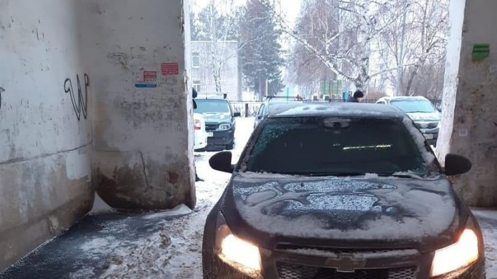 В Уфе мужчина на «Шевроле-Круз» сбил малыша на санках