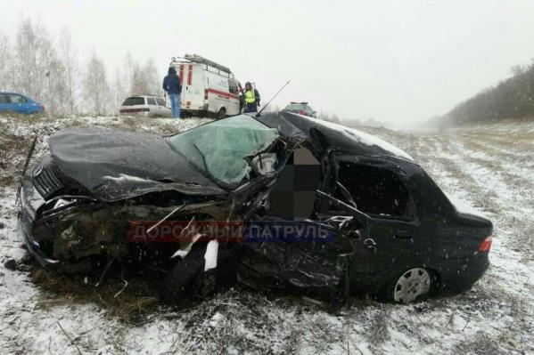 Водитель легковой машины погиб