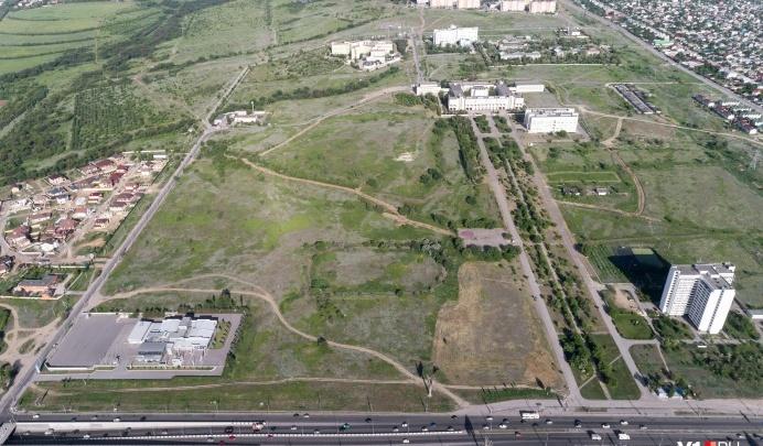 Не будет ни сада, ни стадиона: спорную землю перед ВолГУ передали под строительство детской больницы