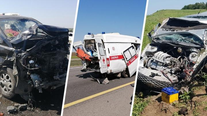 На трассе М-4 «Дон» микроавтобус протаранил скорую помощь. Один фельдшер в реанимации