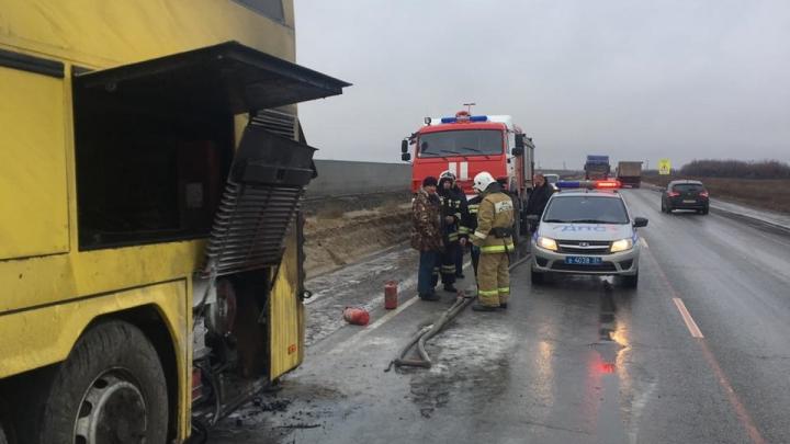 На трассе под Волгоградом загорелся рейсовый автобус Москва — Махачкала