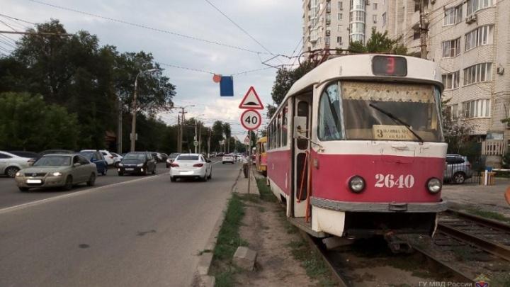 Волгоградка наLexus не пропустила трамвай — кондуктор госпитализирована