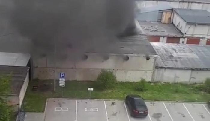 На 30 лет Победы в гаражах сгорели машины