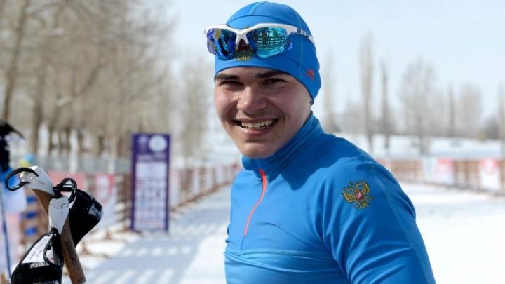 «Моя семья не могла мне их купить»: мальчик, которому весь город скинулся на лыжи, победил на ЧМ