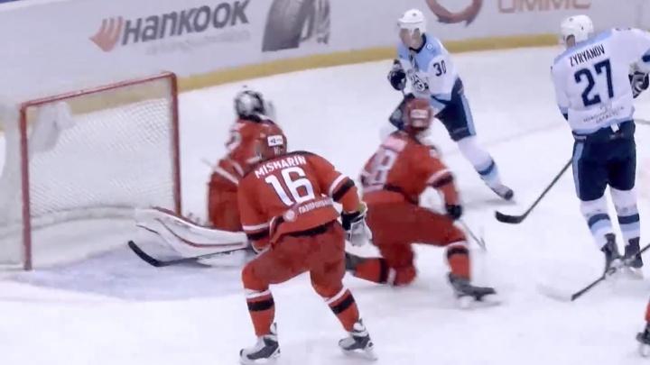 Гол хоккеиста «Сибири» стал одним из лучших за неделю в КХЛ