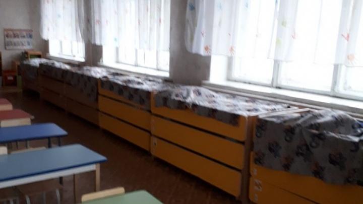 Туалеты без унитазов, а в крыше дыра: родителям предложили скинуться на ремонт садика на Московской