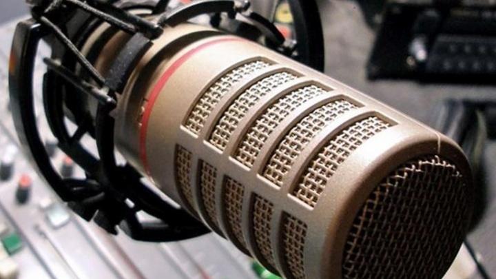 """«На радио берут работать только """"своих""""»: ведущие «Радио Рекорд Екатеринбург» рассказали о работе"""