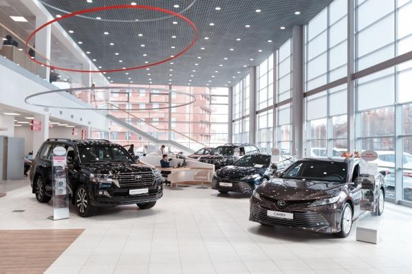 Выгода на автомобили — до 575 000** рублей