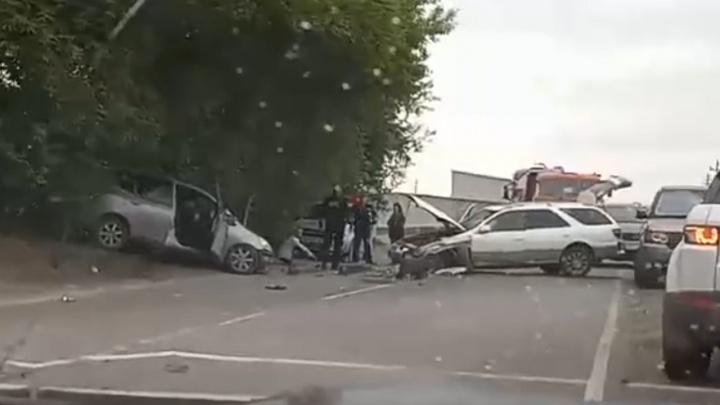 Водителя увезли на медэкспертизу после лобовой аварии недалеко от Колыванского кольца