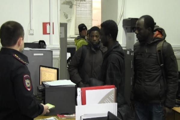 Мигрантов-нарушителей оштрафовали
