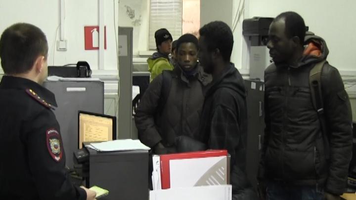 В Самаре на стройке жилого дома полицейские задержали студентов из Африки