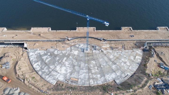 Усядутся 2300 человек: волгоградский фотограф снял строительство амфитеатра с высоты