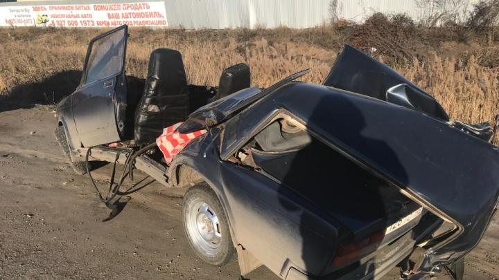 «Настоящее месиво»: в Самарской области грузовая «Газель» врезалась в ВАЗ-2107