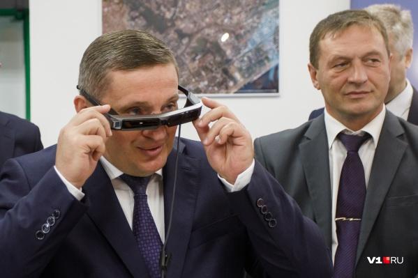 Подписать непопулярный документ Андрей Бочаров доверил заместителю Евгению Харичкину