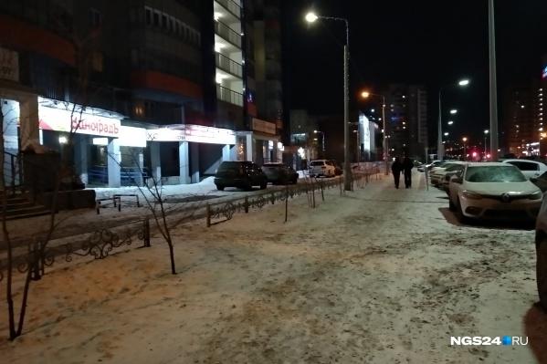 Снег снова застелил дороги в Красноярске