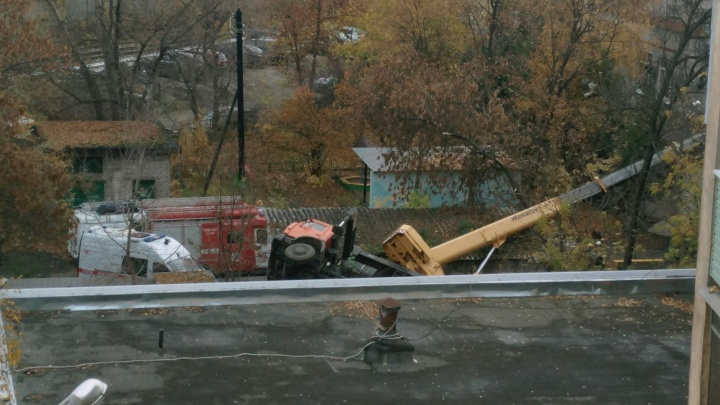 Строительный кран упал на детсад № 361 в Нижнем Новгороде