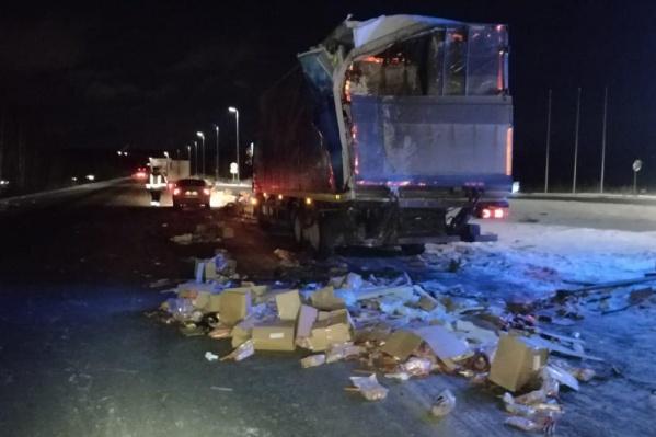 После ДТП колбасу разбросало по дороге
