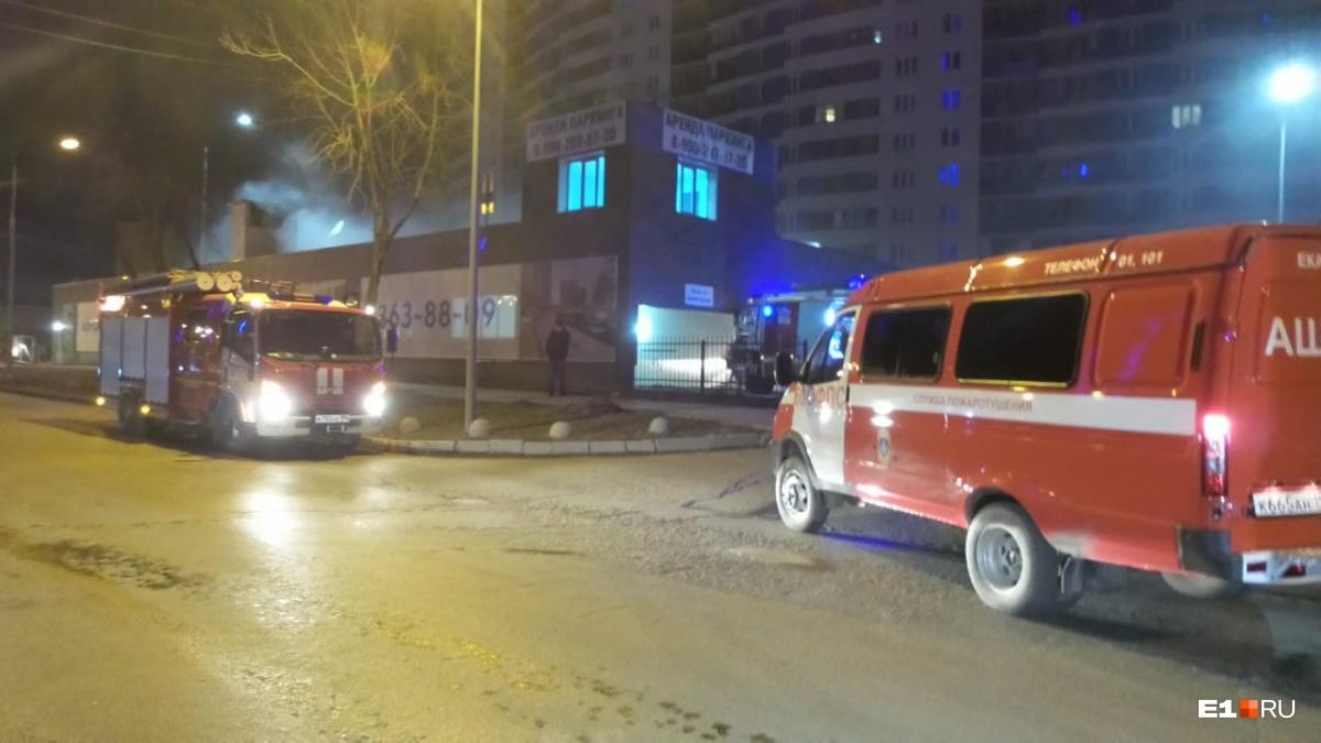 Уже под утро произошёл пожар в паркинге