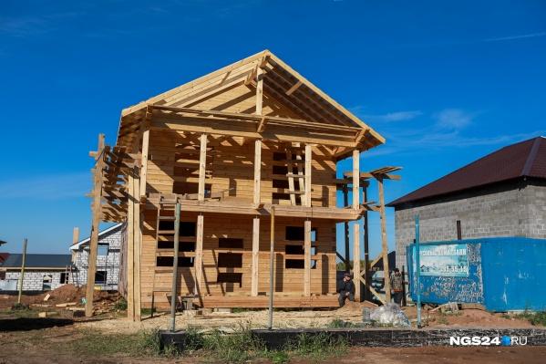 Земельный участок в 10 соток на старте стоил 550 тысяч рублей, дом под ключ — 17 тысяч за 1 кв. м