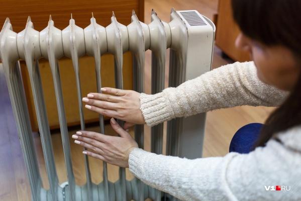 При плюсовой температуре за окном волгоградцам приходится обогревать квартиры