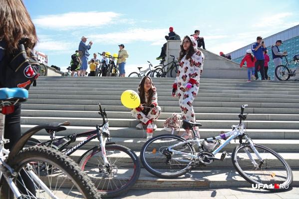 Для любителей велопрогулок по городу у нас есть хорошая новость — в эти выходные синоптики обещают хорошую погоду
