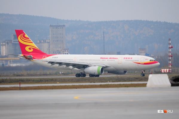Самолет «Хайнаньских авиалиний» в аэропорту Кольцово