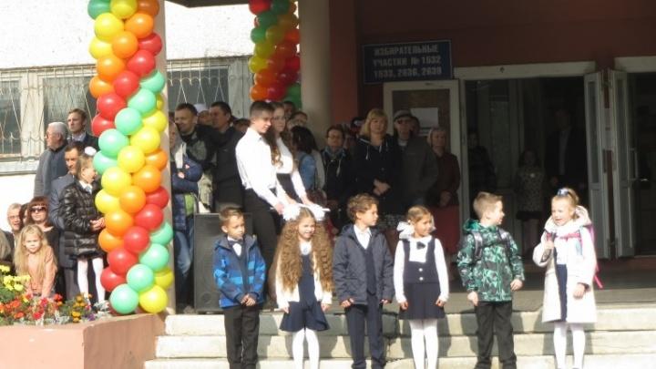 Мэрия Екатеринбурга объяснила, как в школе на 800 учеников поместятся 2000 детей