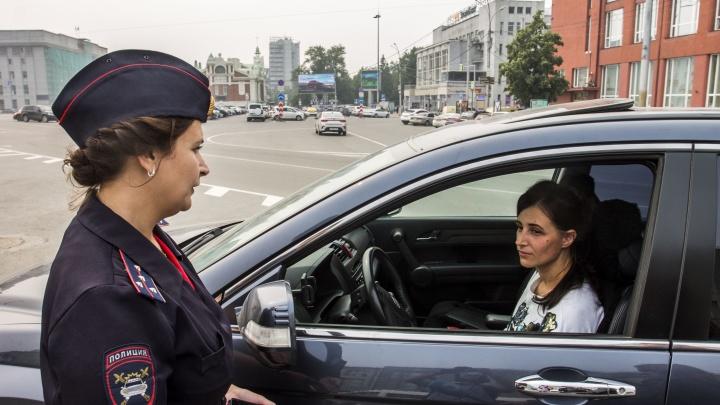 Автоинспекторы пришли на площадь Ленина за непристёгнутыми водителями с телефонами в руках