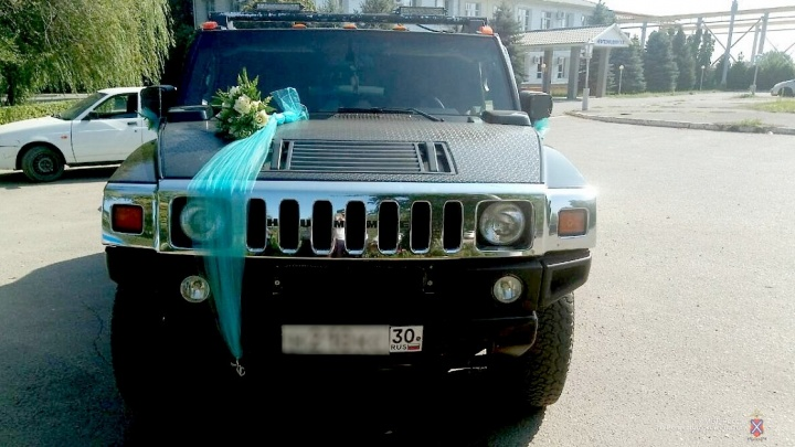 Свадьба пела и стреляла: на юге Волгограда пассажиры«Хаммера» устроили стрельбу