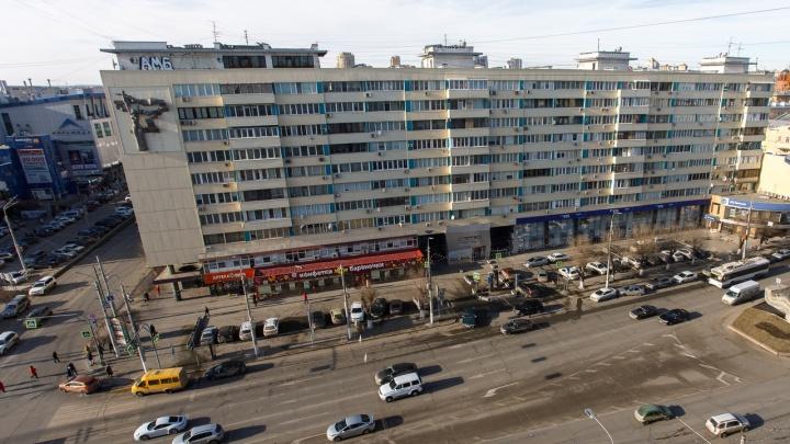 «Оказалось много нытиков, а не мужиков»: в Волгограде 150 таксистов «Яндекса» устроили забастовку