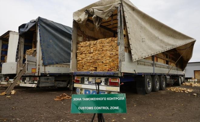 Тюменские таможенники поймаликонтрабандистов, перевозивших древесину на 4 миллиона рублей