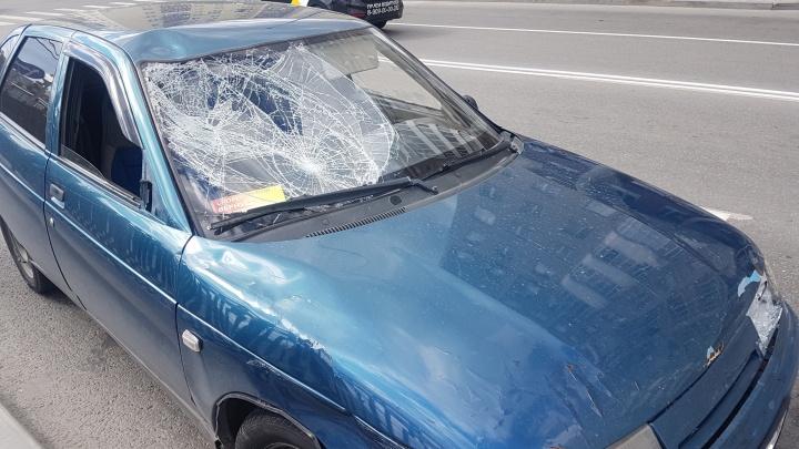 У «Екатеринбург Арены» водитель ВАЗа сбил двух подростков