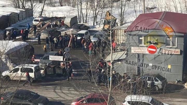 Вход по пропускам и стальные «ежи»: что происходит в гаражном кооперативе «Жуковский» в Уфе