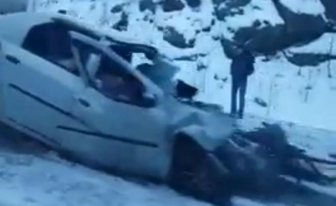 На трассе Екатеринбург — Серов Renault вылетел на встречку и врезался в грузовик, погибли двое