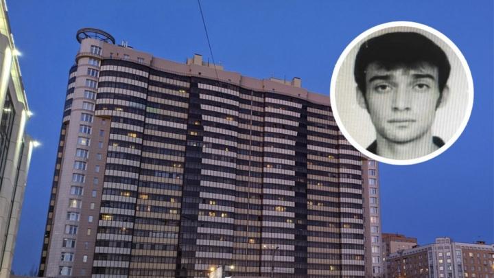 Следователи допрашивают подозреваемого в убийстве беременной девушки. Его доставили в Новосибирск