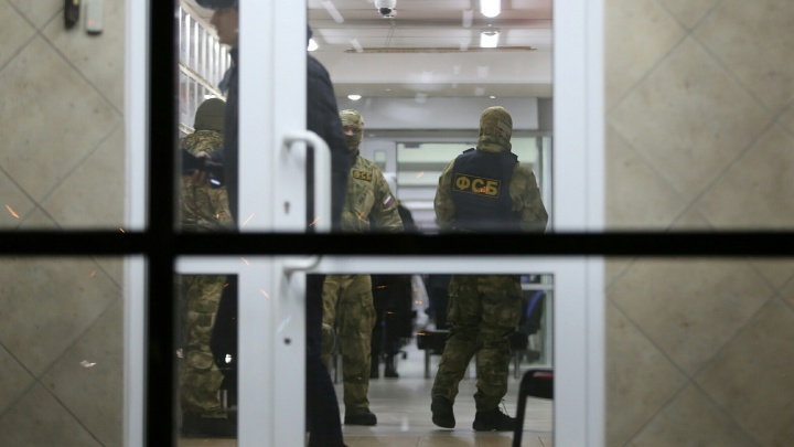«Люди взбунтовались»: силовики, нагрянувшие в челябинский офис «Красное&Белое», отпустили работников