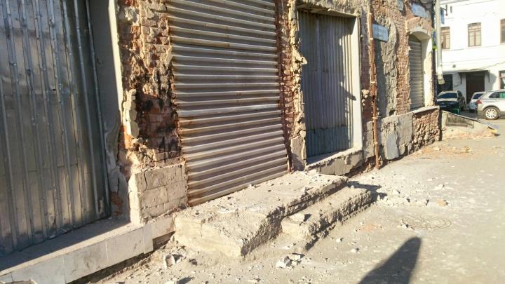 Кирпичи падают под ноги: в Самаре дом — памятник архитектуры разрушается прямо на глазах