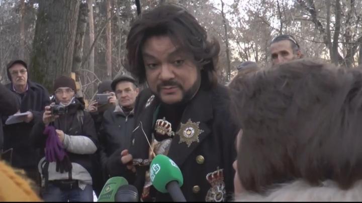 Филипп Киркоров положил цветы на могилу прадеда в Екатеринбурге