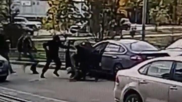 Поделили миллионы поровну: в Ярославле задержали члена банды, грабившей банкоматы