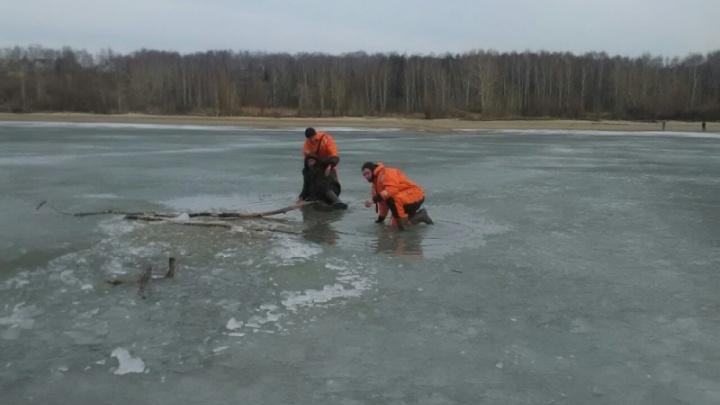 Спасатели вытащили из Обского моря провалившегося под лёд рыбака