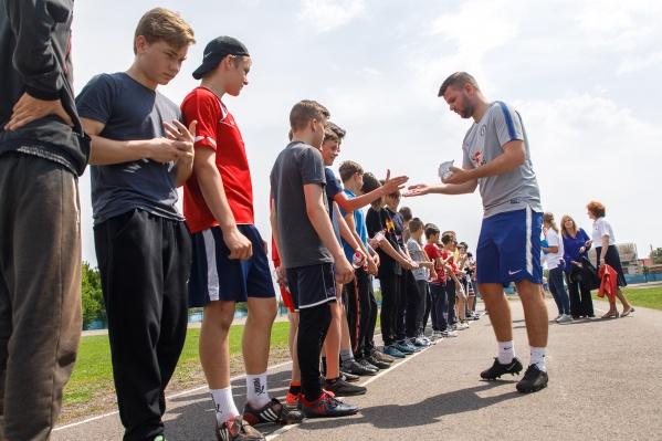 Детских тренеровФК «Челси» на окраине Волгоградской области ждали с нетерпением