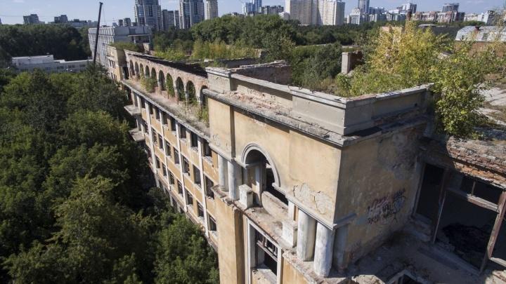 Кто-то себе присмотрел? Руины больницы в Зелёной Роще снова выставят на торги