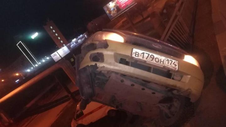 Над пропастью без лжи: челябинец на «Калине» завис на краю моста и признался ГИБДД, что пил