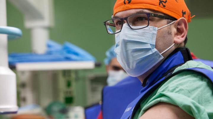 «Лежала и думала, доживу ли до скорой»: врачи собрали заново девушку, которую задавил КАМАЗ