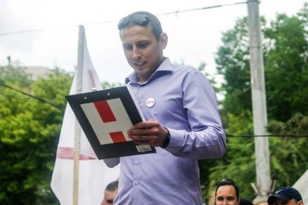 На странице Тимофея Филатова много фотографий, где он выступает в поддержку Алексея Навального