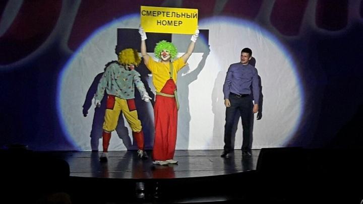 Молодой екатеринбуржец сделал предложение своей девушке на сцене Театра эстрады