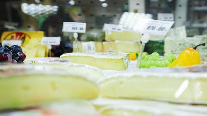 Поставщика челябинской торговой сети оштрафуют за поддельный сыр